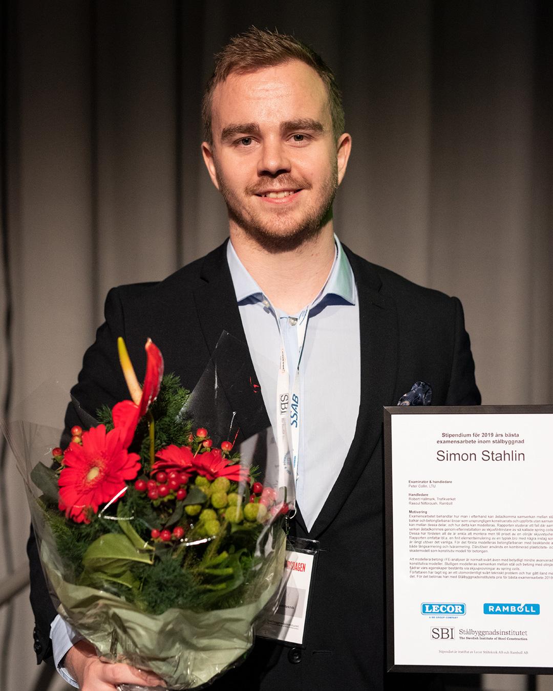 Simon Stahlin från site vinner basta examensarbete 2019 mottar satalbyggnadspriset