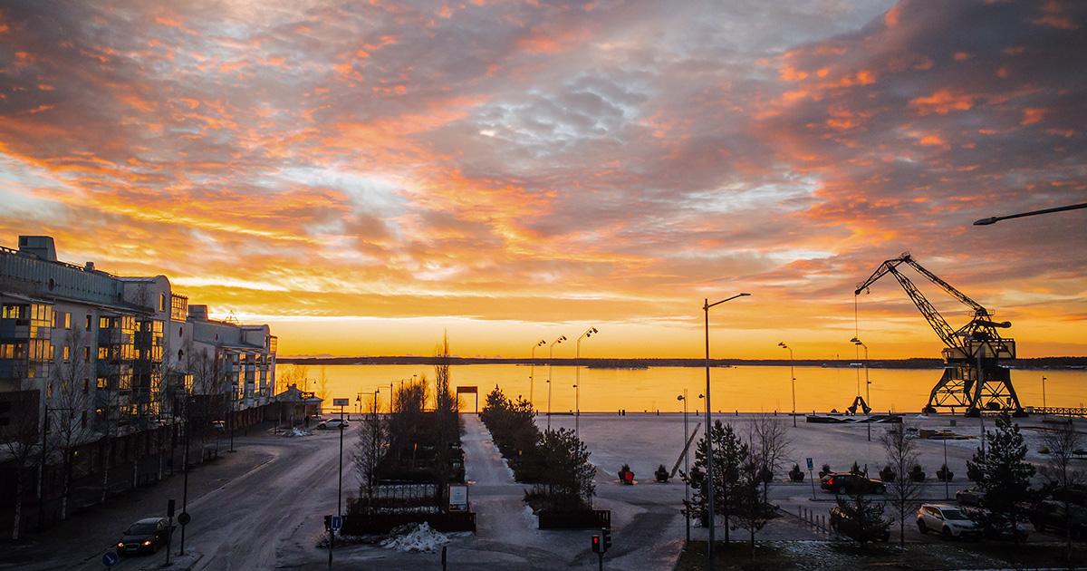 Solnedgång i Luleå från SITES kontor i södra hamn liggande bild